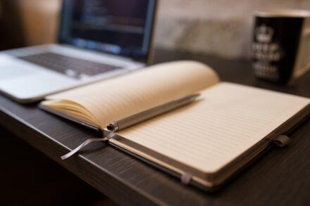 Pisanie artykułów – jak powstają teksty na stronę www?